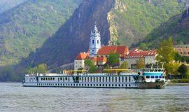 Práca na recepcii na Výletnej lodi, plavba po Dunaji